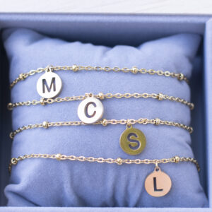 Letter armbandje goud