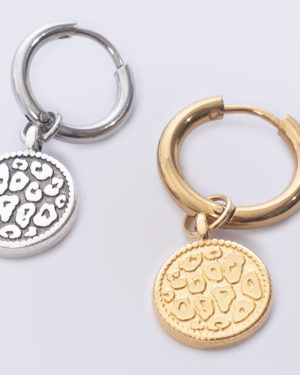 leopard skin rond goud en zilover aan creool madhura bags